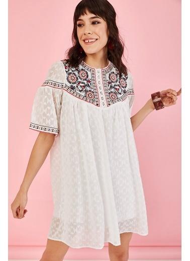 ESQ Önü Nakışlı Damlalı Elbise Beyaz